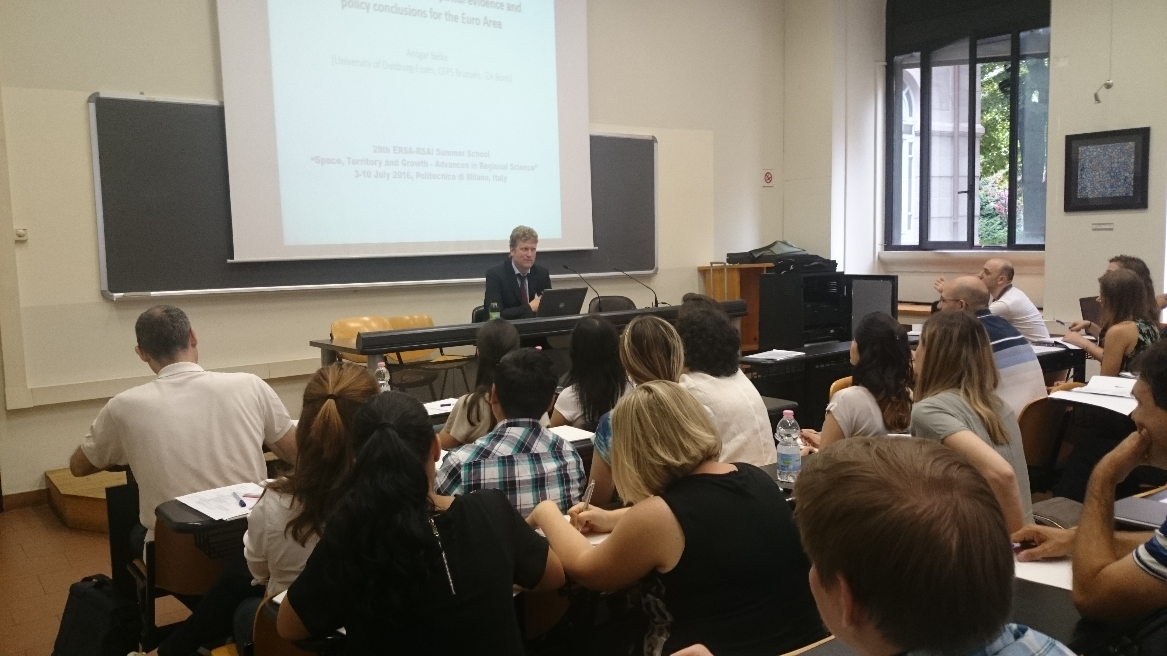 MAKRO: Ansgar Belke lehrt im Rahmen der 29th European Regional ...